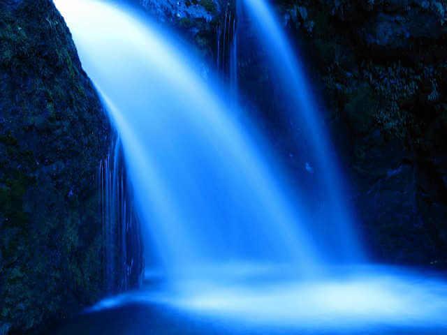 布のような滝の画像