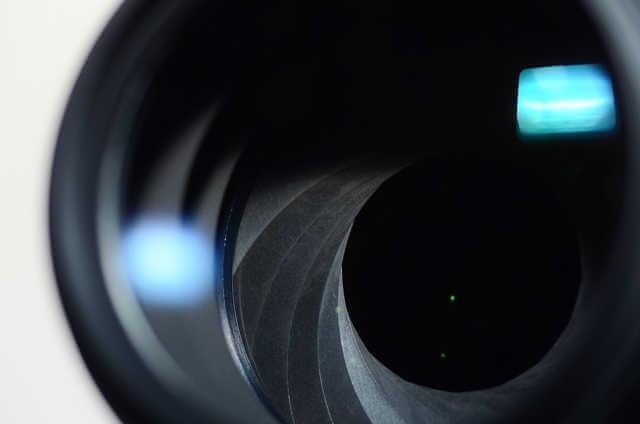 絞りはレンズにあり入ってくる光の量を調整します